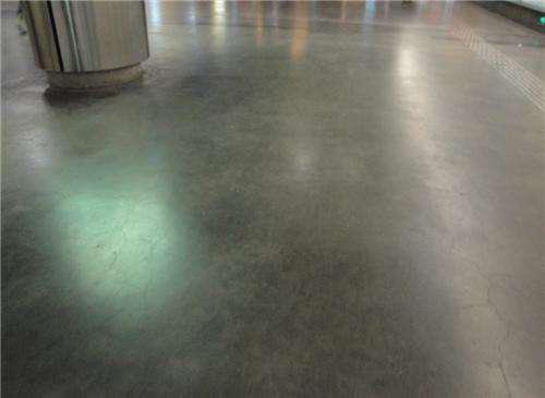 地面有水时是不是就不能进行北京地坪漆施工了